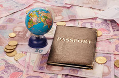 Passaporte e globo fotos de stock royalty free