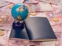 Passaporte e globo no dinheiro Fotos de Stock