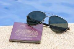 Passaporte e máscaras imagem de stock royalty free