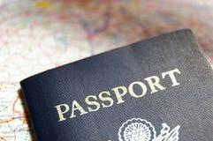 Passaporte e mapa Imagens de Stock Royalty Free