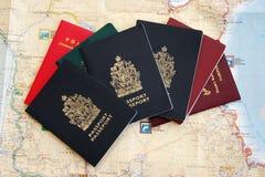 Passaporte e mapa Fotos de Stock Royalty Free