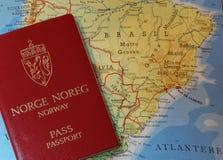 Passaporte e mapa Imagem de Stock