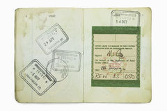 Passaporte estrangeiro com selos britânicos de uma imigração Imagem de Stock