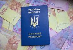 Passaporte extrangeiro do ucraniano fotos de stock