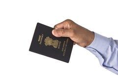 Passaporte indiano à disposição foto de stock