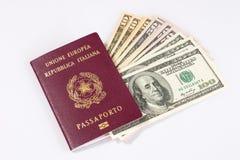 Passaporte italiano e um grupo dos dólares Fotos de Stock Royalty Free