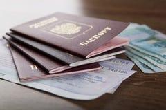 Passaporte nos bilhetes de trem Imagens de Stock