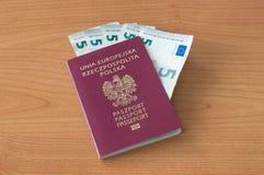 Passaporte polonês com as cinco euro- cédulas Foto de Stock