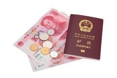 Passaporte (PRC) chinês e moeda Fotos de Stock Royalty Free