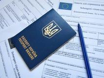 Passaporte ucraniano com formulário Imagem de Stock Royalty Free