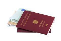 Passaportes austríacos com euro- notas de banco Imagem de Stock Royalty Free