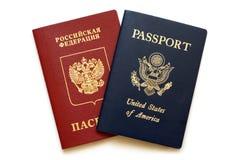 Passaportes do russo e do americano imagem de stock