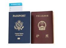 Passaportes dos EUA e da China Fotografia de Stock