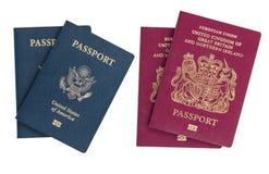 Passaportes isolados dos E.U. e do Reino Unido Imagens de Stock Royalty Free