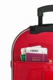 Passaportes no bolso da mala de viagem Fotos de Stock