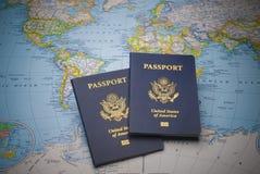Passaporti al viaggio intorno al mondo Immagini Stock