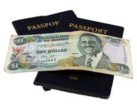 Passaporti con soldi delle Bahama Immagini Stock