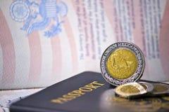 Passaporti degli Stati Uniti con le monete messicane Fotografie Stock Libere da Diritti