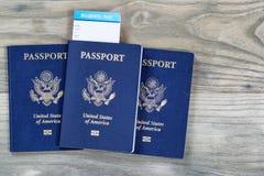 Passaporti degli Stati Uniti su legno invecchiato Fotografia Stock