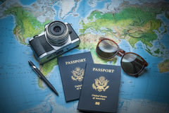 Passaporti di viaggio intorno al mondo Fotografia Stock Libera da Diritti