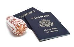 Passaporti e Seashell americani Immagine Stock Libera da Diritti