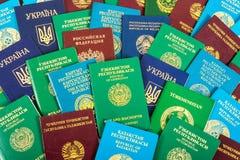 Passaporti stranieri differenti come fondo immagini stock libere da diritti