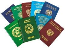 Passaporti stranieri differenti per il viaggio ed il turismo fotografie stock libere da diritti