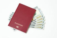 Passaporto biometrico straniero con i dollari isolati su un fondo bianco Cinque fatture per cento dollari Il concetto di fotografia stock libera da diritti