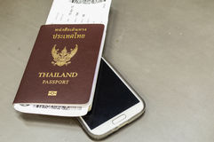 Passaporto con il telefono Immagini Stock Libere da Diritti