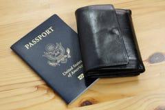 Passaporto degli Stati Uniti del funzionario con il portafoglio fotografie stock