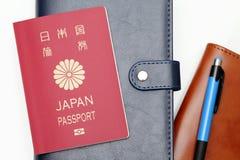 Passaporto del Giappone isolato su fondo bianco Fotografia Stock