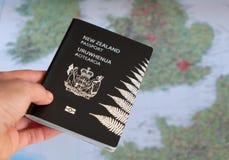 Passaporto della Nuova Zelanda e mappa di Europa fotografia stock libera da diritti