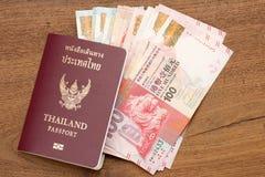 Passaporto della Tailandia con valuta di Hong Kong. Fotografia Stock Libera da Diritti