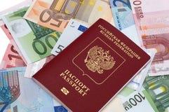 Passaporto di Federazione Russa sulla priorità bassa degli euro Fotografia Stock Libera da Diritti