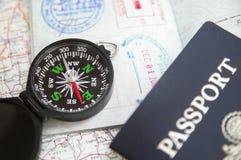 Passaporto e bussola Fotografia Stock Libera da Diritti