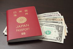 Passaporto e dollaro americano giapponesi Fotografia Stock Libera da Diritti