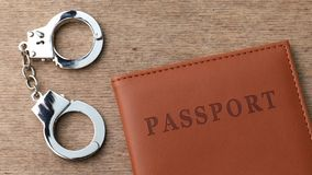 Passaporto e manette archivi video