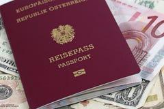 Passaporto e soldi Fotografia Stock