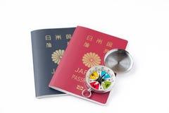 Passaporto giapponese sul fondo bianco dell'isolato Fotografia Stock