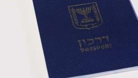 Passaporto israeliano girante su fondo bianco stock footage