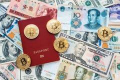 Passaporto rosso su fondo, prova dell'identità Contro biglietto, i dollari americani, il CNY cinese di yuan, metallo conia, bitco Immagini Stock Libere da Diritti