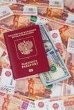 Passaporto russo con i dollari e 5000 rubli Fotografie Stock Libere da Diritti