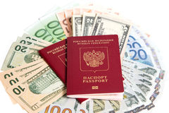 Passaporto russo e valuta immagini stock libere da diritti