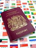 Passaporto sulle bandierine del mondo Fotografie Stock