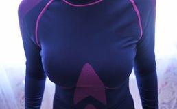Passar den termiska underkläderna för kvinnor, härligt tyg, kroppen och bröstkorgen royaltyfri foto