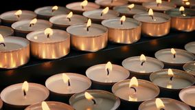 Passare le file delle candele del tè video d archivio