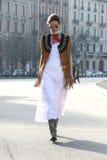 Passarela de execução inverno 2015 2016 do outono do streetstyle da semana de moda de Milão do racz de Clara, Milão imagem de stock royalty free