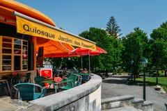 Passarinhos van Quiosque jardim Dos betekent kiosk van de vogel van vogels, in Monte Estoril, Portugal wordt gevangen dat royalty-vrije stock foto