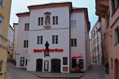 PASSAU BAYERN, TYSKLAND - MARS 12, 2019: Bödels hus i den historiska gamla staden av Passau royaltyfri bild