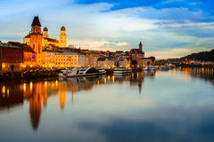 Passau bei Sonnenuntergang, Deutschland Stockfotos